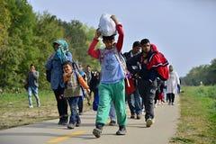 Flüchtlinge, die Ungarn verlassen lizenzfreie stockfotos