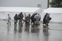 Flüchtlinge in Nickelsdorf, Österreich stockbild