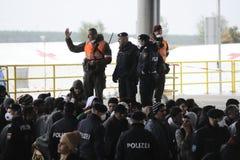 Flüchtlinge in Nickelsdorf, Österreich stockfotografie