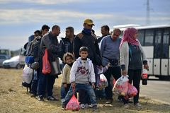 Flüchtlinge in Tovarnik (Serbe - Croatina-Grenze) Lizenzfreies Stockfoto