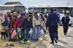 Flüchtlinge in Tovarnik (Serbe - Croatina-Grenze) Stockfotos