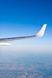 Flügel des Flugzeuges Stockfotos