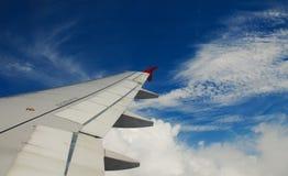 Flügel eines Flugzeuges Lizenzfreie Stockbilder
