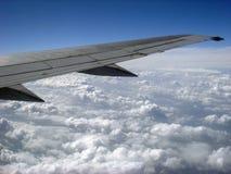 Flügel eines Flugzeuges lizenzfreie stockfotografie