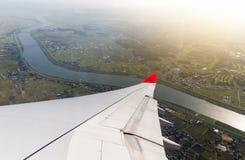 Flügelfläche mit Fluss und Landschaft Stockfoto