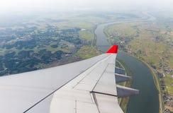 Flügelfläche mit Fluss und Landschaft Lizenzfreie Stockfotos