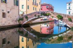 Flüsse und Brückenstadt von Chioggia, Italien, im August 2016 Lizenzfreies Stockfoto