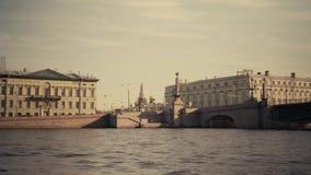 Flüsse und Kanäle von St Petersburg stock video