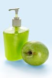Flüssige Apfelsahneseife Stockfotografie