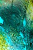 Flüssige Farbe des abstrakten Hintergrundes über dem Eis, geräuchert Stockfotos