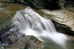 Flüssige Wasserfälle Stockfoto