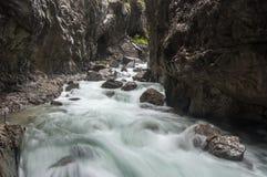 Flüssiger Fluss Stockfotografie