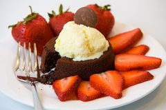 Flüssiger Schokoladen-Kuchen Stockbild