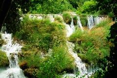 Flüssiger Wasserfall Lizenzfreie Stockbilder