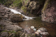 Flüssiger Wasserfall Stockfotos