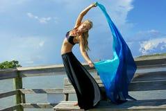 Flüssiges Tuch des schönen Tänzers Lizenzfreies Stockbild