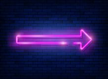 Fl?che au n?on Enseigne au néon rose avec un fond de mur de briques, icône, bannière avec léger instantané, illustration illustration libre de droits