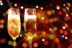 Fl?jter av champagne i ferieinst?llning royaltyfri foto