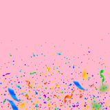 Fl?mulas y confeti Cintas coloridas de la malla y de la hoja Pendiente del confeti en fondo rosado libre illustration