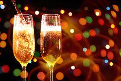 Fl?ten des Champagners in der Feiertagseinstellung lizenzfreies stockfoto