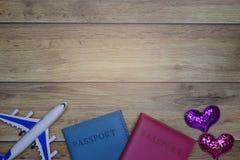 Flach-Lagehintergrund für reisendes Flitterwochenkonzept der Liebespaare für Valentinsgrußhintergrund stockbilder