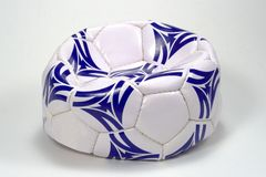 Flach weiße und blaue Fußball-Kugel Lizenzfreies Stockbild