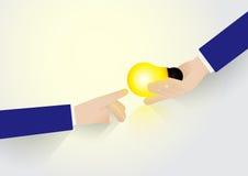 Flache Art Die Geschäftsmannhand, die Glühlampe der Ideen hält, geben Idee Stockfotografie
