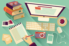 Flache Designgegenstände, Arbeitsschreibtisch, langer Schatten, Schreibtisch Lizenzfreies Stockbild