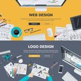 Flache Designillustrationskonzepte für Webdesignentwicklung, Logodesign Lizenzfreies Stockbild
