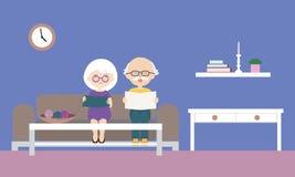 Flache Entwurfskarikaturillustration des Großvaters und der Großmutter, die auf Sofa, Lesezeitung und strickender Strickjacke sit stock abbildung