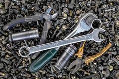 Flache gelegte Metallwerkzeuge lizenzfreie stockfotografie