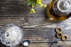 Flache gelegte Zusammensetzung mit Tasse Tee und Raum f?r Text auf h?lzernem Hintergrund lizenzfreie stockfotos