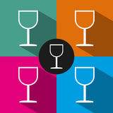 Flache Ikone des Weinglases auf Farbhintergrund Stockfoto