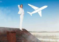 Flache Ikone und Geschäftsfrau, die auf Dach mit Kamin und Landschaft steht Stockfotografie