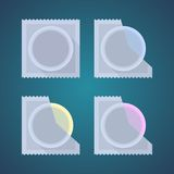 Flache Ikonen des farbigen Kondoms Stockfoto
