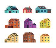 Flache Karikaturreihenhäuser, Häuschengebäude mit Tür und Fenster Hauptaußenvektorsatz lokalisiert lizenzfreie abbildung