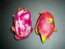 Flache Lage des Querschnitts des roten pitaya Stockfoto
