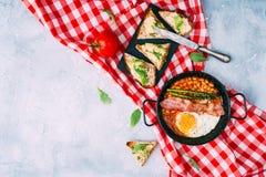 Flache Lagezusammensetzung mit englischem Frühstück Lizenzfreie Stockfotografie