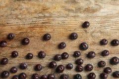 Flache Lagezusammensetzung mit neuem acai berrie stockfoto