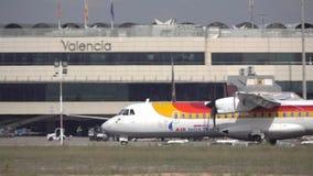 Flache Landung des Luftgeheimmittels in Valencia in der Superzeitlupe stock video