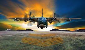 Flache Landung des Militärs auf Luftwaffenrollbahnen gegen schönes dus Stockfotografie