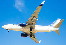 Flache Landung Tarom-Fluglinien lizenzfreie stockfotografie