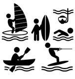 Flache Leuteikonen der Sommerwassersport-Piktogramme lokalisiert auf Whit Stockfotos