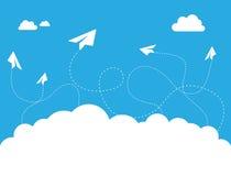 Flache Papierwolke auf blauer Himmel-Vektor-Konzept des Entwurfes Stockfoto