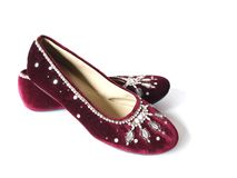 Flache Schuhe des Burgunder-Samts Lizenzfreie Stockfotografie