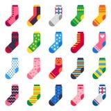 Flache Socken Lange Socke für das Kinderfuß-, elastischesbunte Gewebe und gestreifte warme Kinderknöchelkleidungsvektorikonen ein stock abbildung