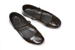 Flacher Beleg der Damen auf Schuhen Stockfoto