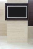 Flacher Bildschirm Fernsehapparat auf Wand Lizenzfreies Stockbild