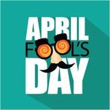 Flacher Designtext April Fools Days und lustige Gläser Stockfotos