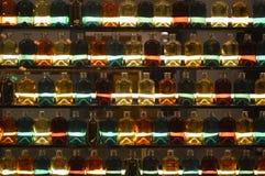 Flacher DOF, Fokus auf zentralen Flaschen stockbild